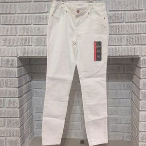 NEW size 5 White Juniors skinny low Rise Jeans